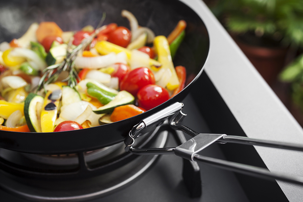 If your barbie comes equipped with a side burner, the BBQXL wok is ideal. Suitable for the grill, side burner or for indoor use; when it comes to stir-fries and more this wok has you covered. Click on the picture for more details!