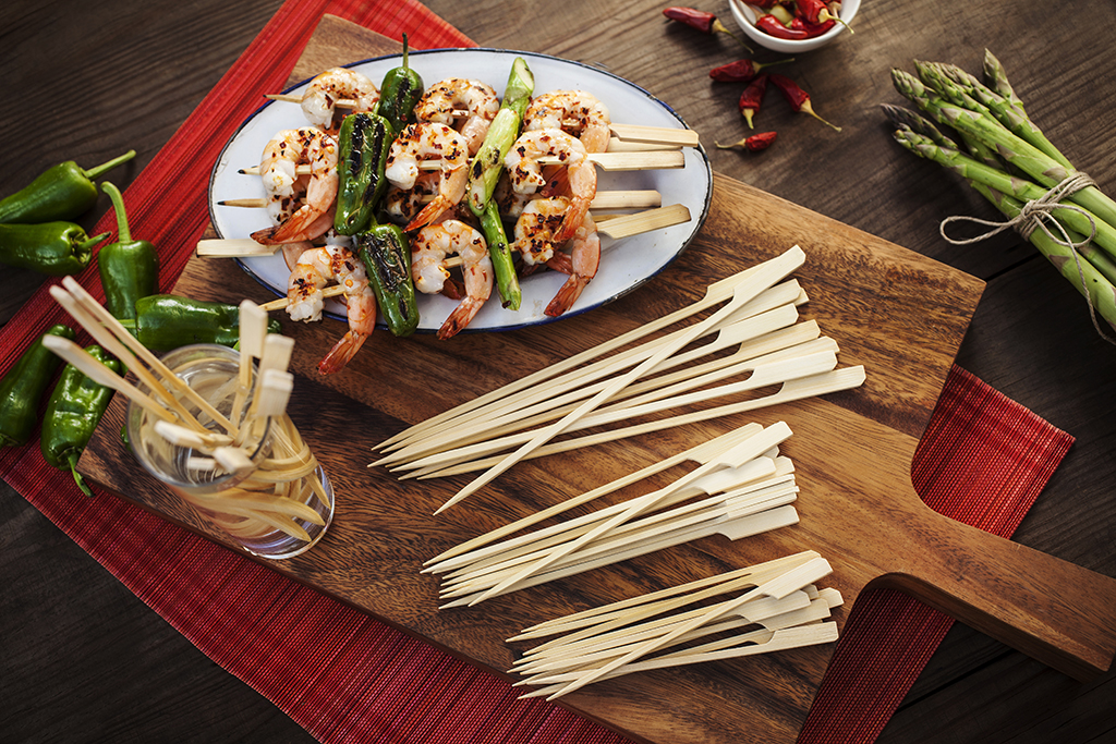 BBQXL bamboo skewers are top of the line and come in various lengths, from 15 to 23 cm. Click on the pic for more details!