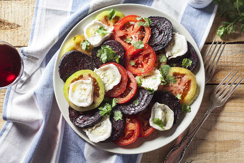 And here we have it, grilled beet, tomato and goat cheese salad. Simply drizzle with extra virgin olive oil, sprinkle with Murray River salt, black pepper and finish it off with fresh coriander. Refreshing and really tasty!
