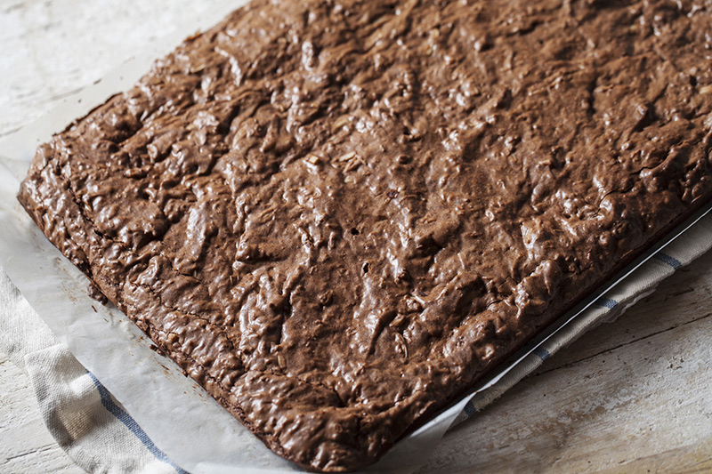 What's great about parchment paper is that you don't have to grease the pan you're using. It ensures that what you're baking doesn't stick to the pan and nothing sticks to it either!
