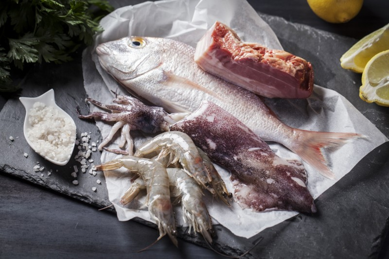 Here's what you'll need. Any sea bream or snapper (about 20 to 22 cm long from mouth to tail), large fresh prawns (26-30 caliber) and Loligo squid (also known as Hawkesbury squid/calamari).